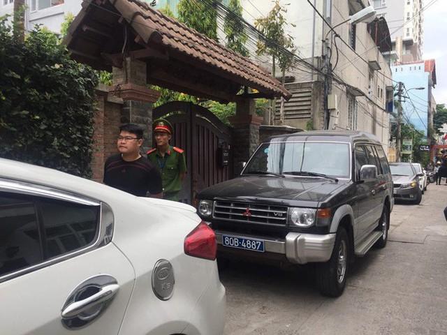Công an đang khám xét nhà 2 cựu Chủ tịch Đà Nẵng Trần Văn Minh, Văn Hữu Chiến - Ảnh 4.