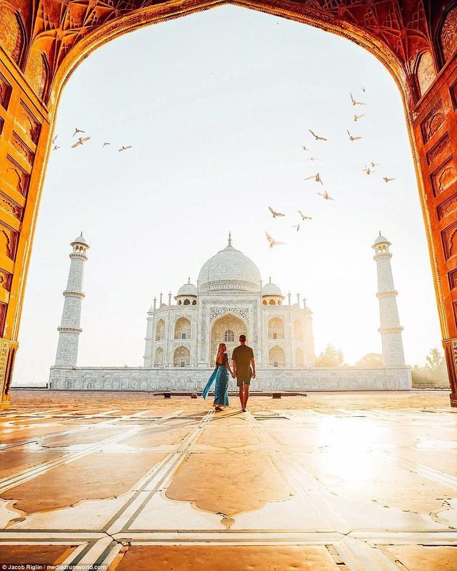 Mới 23 tuổi, cặp đôi được trả lương 6 con số để chu du khắp thế giới và cho ra đời những bức ảnh đẹp mê đắm - Ảnh 1.