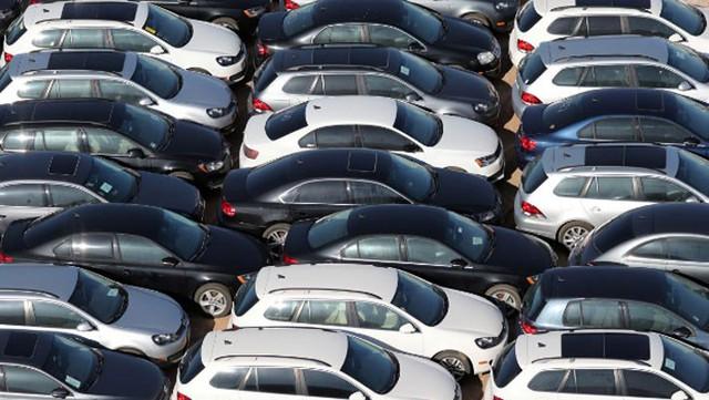 Hậu quả bê bối nhiên liệu: Xe Volkswagen mua lại chất đống ở Mỹ - Ảnh 1.