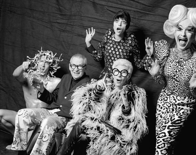 Iris Apfel - 96 tuổi vẫn là biểu tượng thời trang được cả thế giới ngưỡng mộ: Hãy luôn thắc mắc, luôn tò mò và hài hước một chút để sẵn sàng cho mọi cuộc phiêu lưu - Ảnh 1.