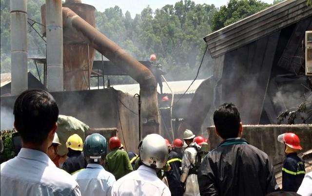 Cháy lớn tại xưởng gỗ 5.500m2 ở Đà Nẵng, nhiều người tá hỏa bỏ chạy - Ảnh 4.