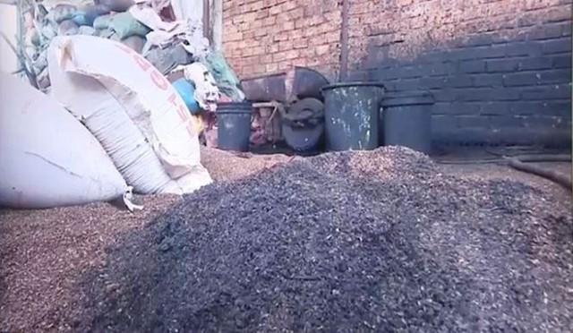 Bộ Nông nghiệp nói gì về vụ cà phê trộn lõi pin?   - Ảnh 2.
