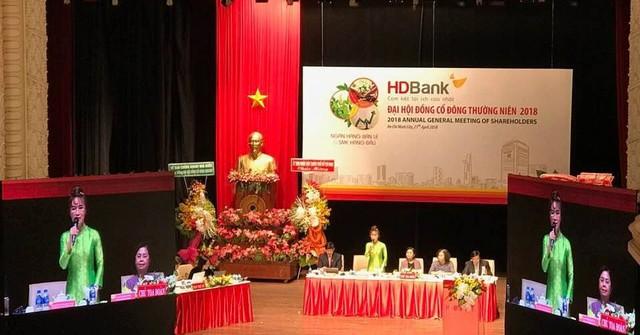 [Live] ĐHCĐ HDBank: Trình cổ đông đề án nhận sáp nhập PGBank, mục tiêu lãi hơn 4.700 tỷ trong năm nay - Ảnh 1.