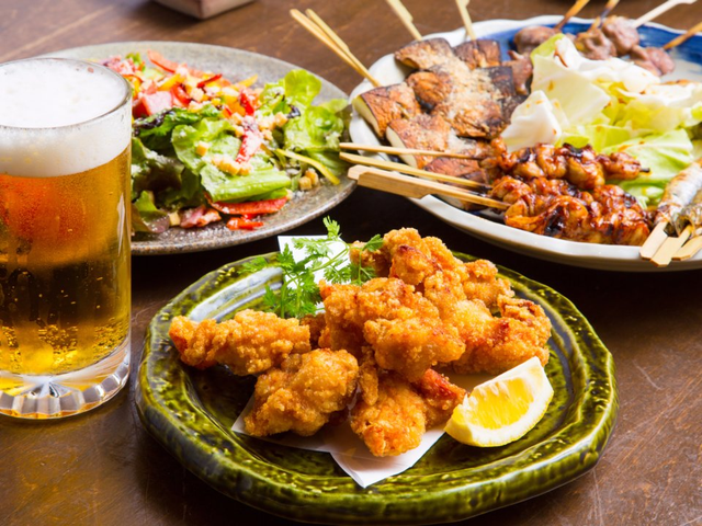 Sự khác biệt một trời 1 vực giữa bữa ăn được coi là lành mạnh nhất thế giới của người Nhật và những phần ăn lớn, nhanh gọn của người Mỹ - Ảnh 1.