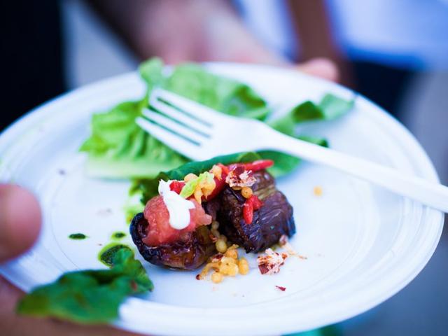 Sự khác biệt một trời 1 vực giữa bữa ăn được coi là lành mạnh nhất thế giới của người Nhật và những phần ăn lớn, nhanh gọn của người Mỹ - Ảnh 3.