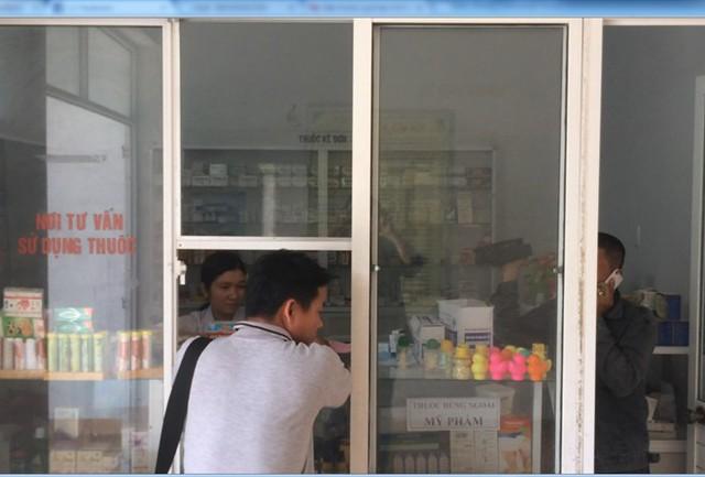 Thuốc dùng cho bệnh nhi hết hạn nhiều tháng vẫn được bán ra thị trường - Ảnh 1.