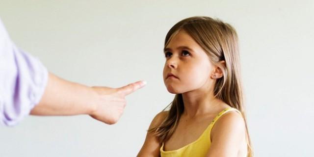 10 sai lầm các bậc cha mẹ nhất định phải tránh nếu muốn nuôi con khỏe mạnh, hạnh phúc - Ảnh 1.