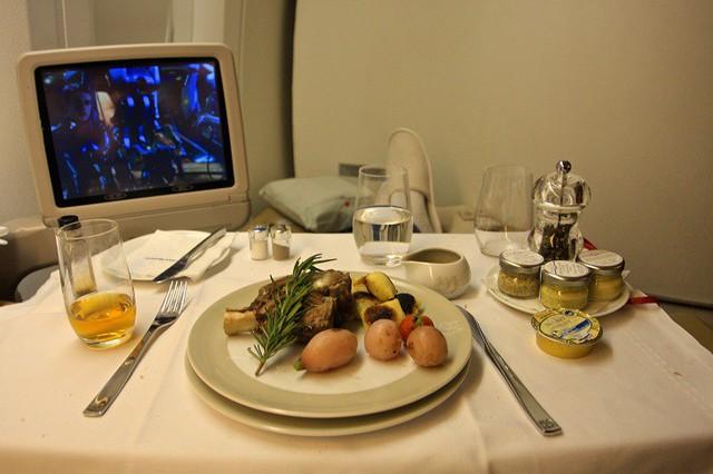 Sự thật về sử dụng thực phẩm, đồ uống trên máy bay bạn chưa bao giờ biết - Ảnh 4.