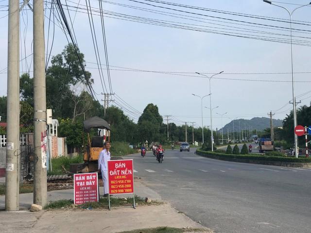 Phú Quốc: Vác bao tải tiền đổ xô đi mua đất, bất chấp tất cả, không theo bất kỳ quy luật nào - Ảnh 1.