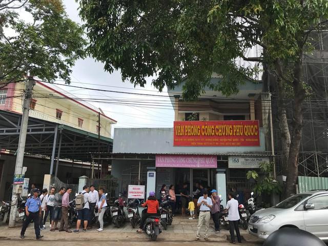 Phú Quốc: Vác bao tải tiền đổ xô đi mua đất, bất chấp tất cả, không theo bất kỳ quy luật nào - Ảnh 2.