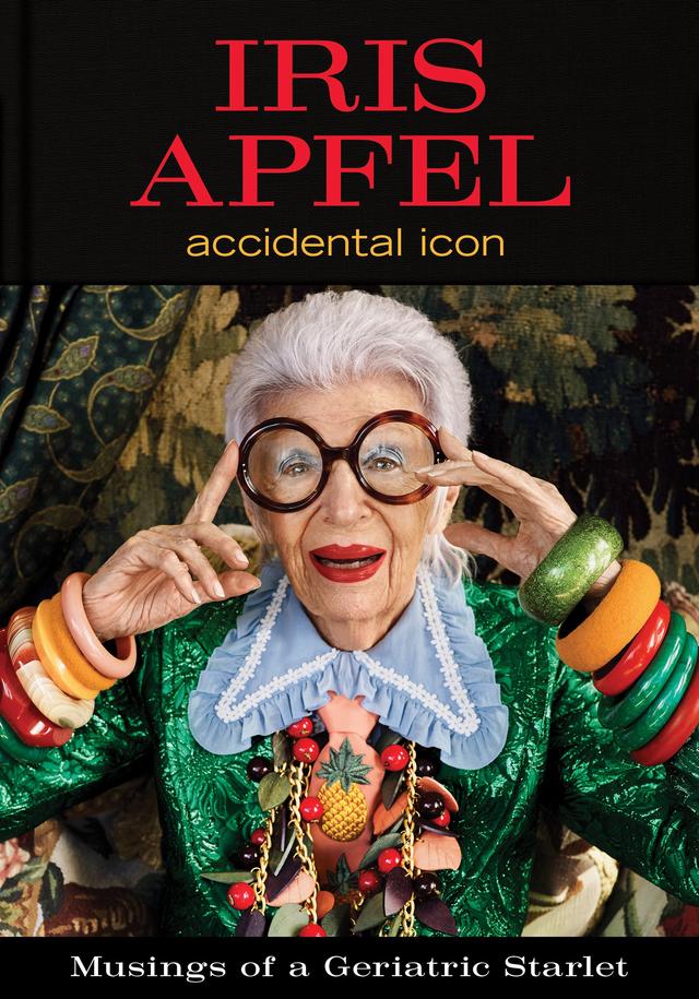 Biểu tượng thời trang tuổi 96 Iris Apfel: Với tôi, một chút hài hước, mơ mộng, tò mò và không ngừng làm việc là liều thuốc níu giữ thanh xuân - Ảnh 1.