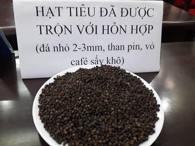 Công an Đắk Nông: Phế phẩm cà phê nhuộm pin con Ó được bán với giá 9.000 đồng/kg - Ảnh 2.