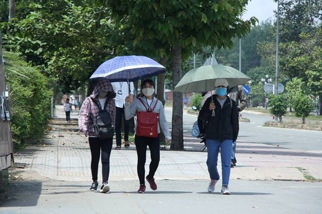 Người Sài Gòn mưu sinh dưới cái nắng 40 độ C  - Ảnh 12.
