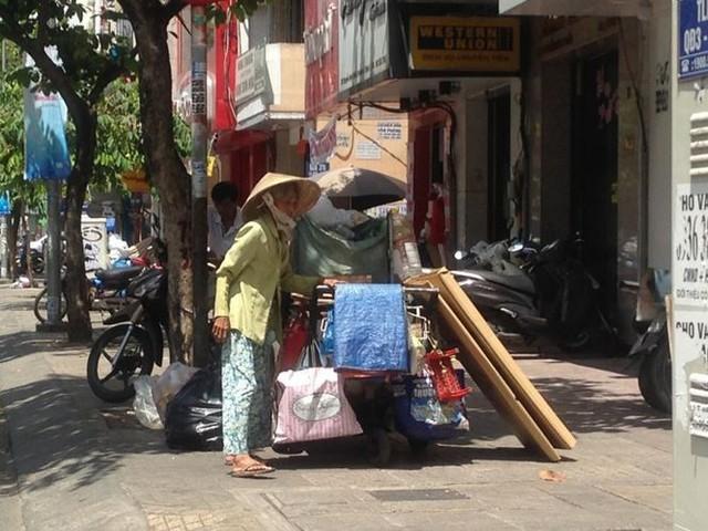 Người Sài Gòn mưu sinh dưới cái nắng 40 độ C  - Ảnh 3.