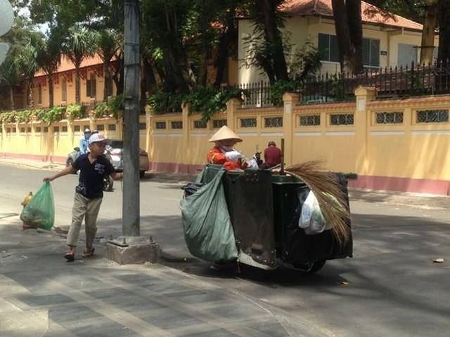 Người Sài Gòn mưu sinh dưới cái nắng 40 độ C  - Ảnh 9.