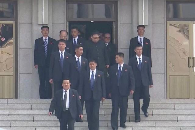 Đội mật vụ bí ẩn tháp tùng ông Kim Jong-un: 1 phút hạ được 8 người trong phạm vi 100m - Ảnh 3.
