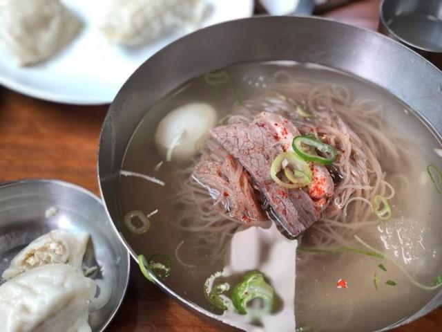 Giữa câu chuyện Triều Tiên - Hàn Quốc đang rất nóng, vì sao món mì lạnh lại được netizen Hàn vô cùng quan tâm? - Ảnh 1.