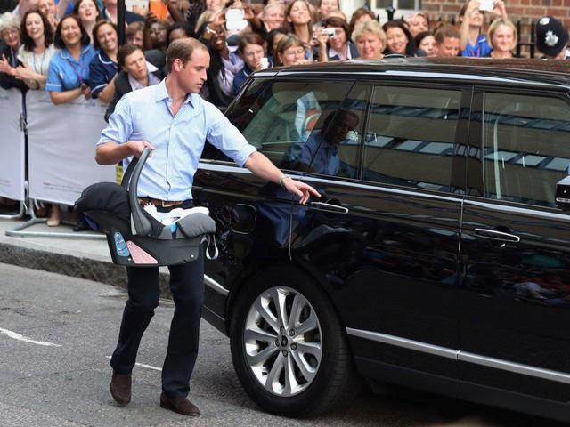Đây là chi phí mà vợ chồng hoàng tử William phải bỏ ra để nuôi 3 em bé hoàng gia - Ảnh 8.