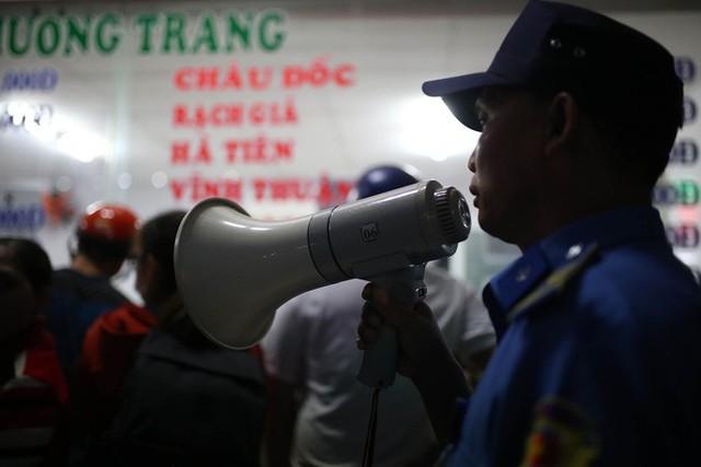 Về quê nghỉ lễ, hàng ngàn người kẹt cứng ở cửa ngõ phía Tây Sài Gòn - Ảnh 7.