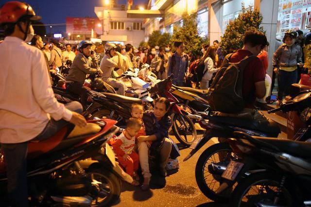 Về quê nghỉ lễ, hàng ngàn người kẹt cứng ở cửa ngõ phía Tây Sài Gòn - Ảnh 10.