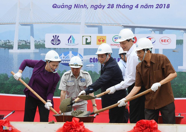 Chủ tịch Quốc hội Nguyễn Thị Kim Ngân thăm nhiều dự án trọng điểm tại Quảng Ninh - Ảnh 1.