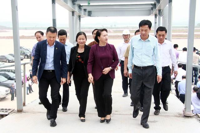 Chủ tịch Quốc hội Nguyễn Thị Kim Ngân thăm nhiều dự án trọng điểm tại Quảng Ninh - Ảnh 2.