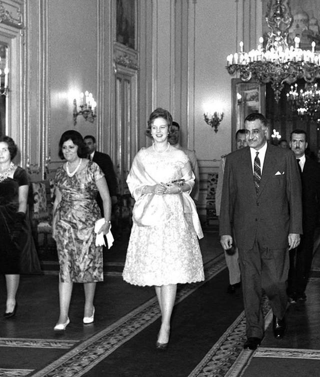 Cuộc đời nữ hoàng bình dị nhất châu Âu: Tự đi chợ, thiết kế trang phục và có cuộc hôn nhân khiến bao người ngưỡng mộ - Ảnh 1.