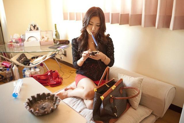 Thế hệ những nữ cử nhân kinh tế Nhật Bản ra trường không đi xin việc, làm tiếp viên quán bar mua vui kiếm tiền, thu nhập cao gấp 10 lần so với làm văn phòng - Ảnh 12.