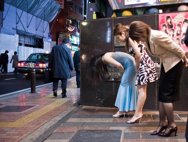 Thế hệ những nữ cử nhân kinh tế Nhật Bản ra trường không đi xin việc, làm tiếp viên quán bar mua vui kiếm tiền, thu nhập cao gấp 10 lần so với làm văn phòng - Ảnh 18.