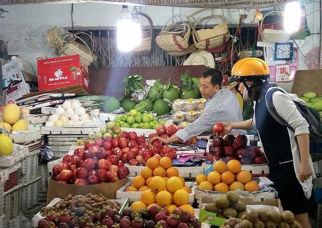 Vì sao không truy lý lịch trái cây Trung Quốc? - Ảnh 1.