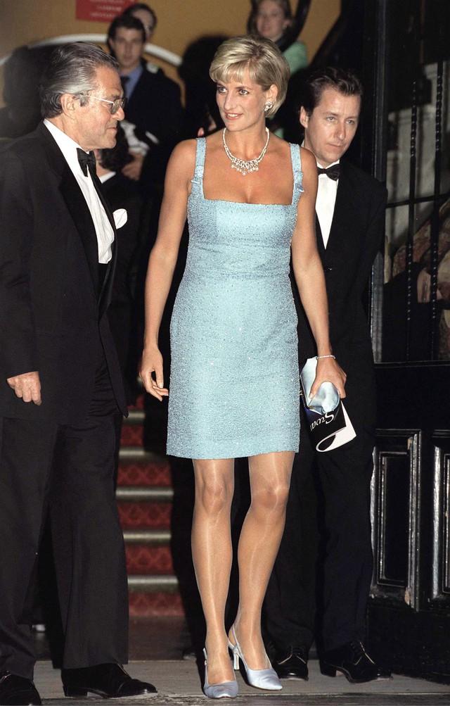 Tưởng chỉ cần ăn mặc trang nhã là đủ, hóa ra thành viên hoàng gia Anh phải tuân thủ cả chục quy tắc thời trang khắt khe - Ảnh 12.