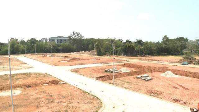CBRE: Lượng giao dịch biệt thự nhà phố Hà Nội thấp nhất trong 9 năm, nhà đầu tư đang ồ ạt chuyển về tỉnh lẻ - Ảnh 1.
