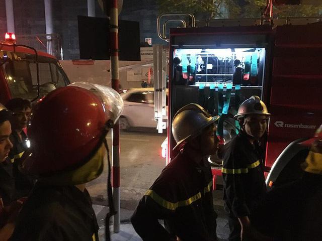 Hà Nội: Cháy tầng 5 tòa nhà Viện Triết học - Ảnh 2.