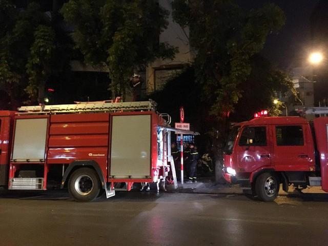 Hà Nội: Cháy tầng 5 tòa nhà Viện Triết học - Ảnh 3.