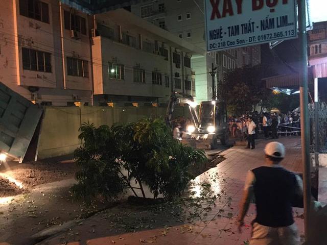 Hố tử thần đường kính 10m xuất hiện ngay trước cửa nhà dân ở Quảng Ninh - Ảnh 3.
