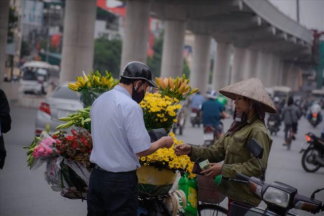 Tây Tựu: Người trồng hoa loa kèn có thực sự trúng lớn? - Ảnh 7.