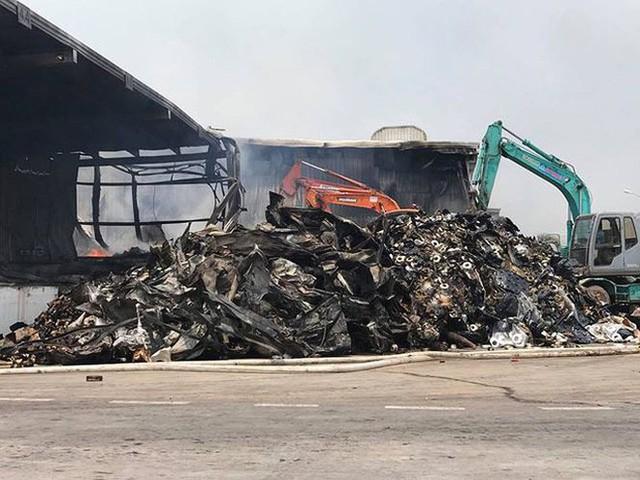 Chưa tìm ra nguyên nhân vụ cháy nhà máy suốt 2 ngày đêm ở Quảng Ninh - Ảnh 3.
