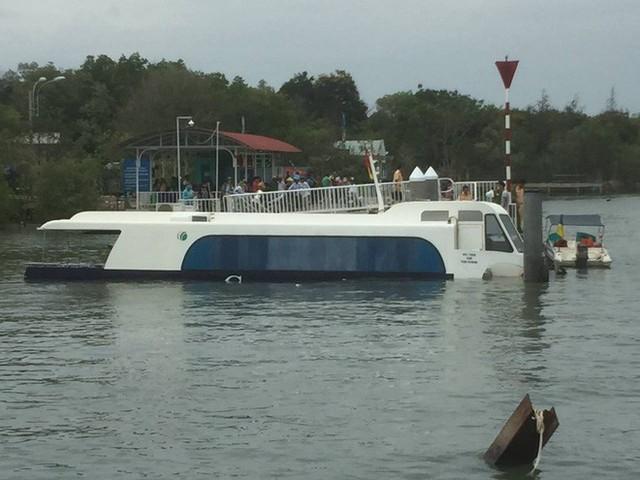 Tàu cao tốc chở 42 người gặp nạn trên sông ở Sài Gòn - Ảnh 3.