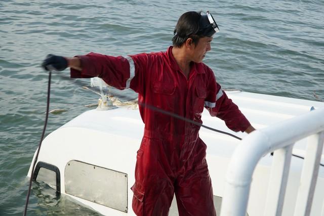 Cận cảnh trục vớt tàu cao tốc trị giá cả triệu USD bị chìm ở Sài Gòn - Ảnh 5.