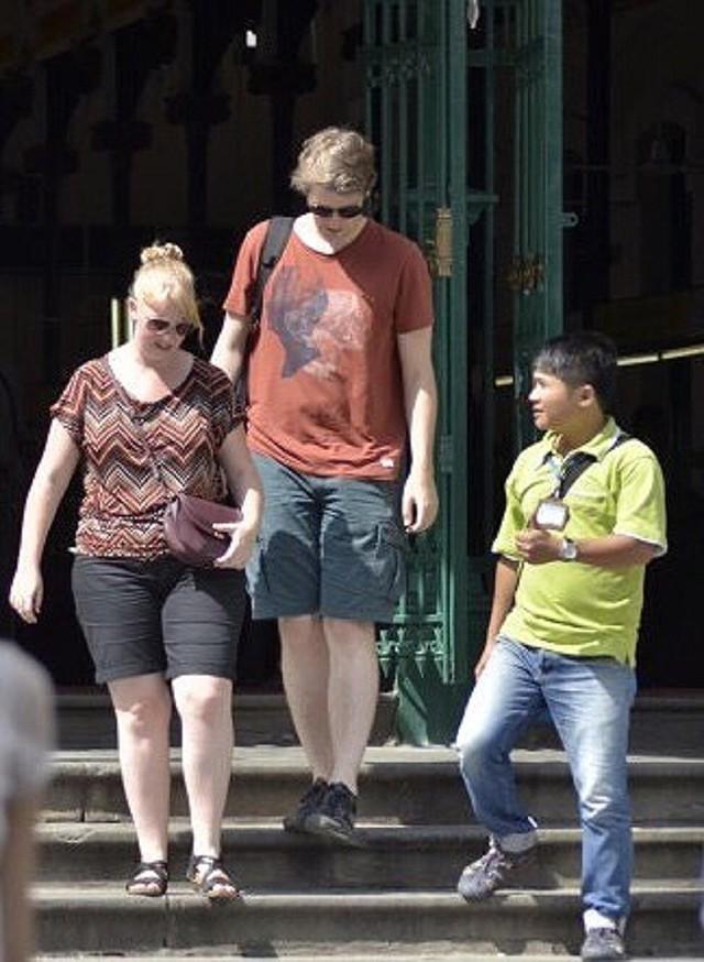 Đừng xem thường hướng dẫn viên du lịch, bắt họ làm chui - Ảnh 2.
