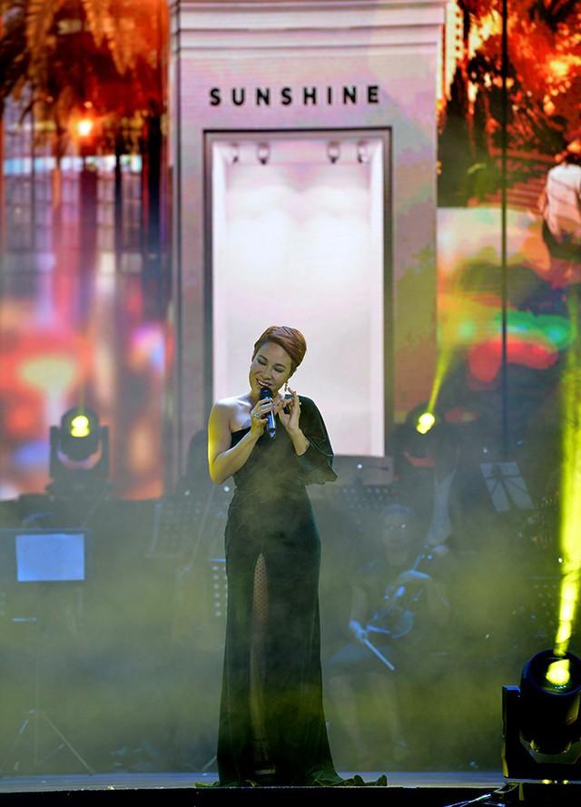 """Ấn tượng với dàn sao """"khủng"""" trong đêm nhạc tri ân của Tập đoàn Sunshine - Ảnh 4."""