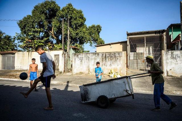 Neymar không bao giờ bỏ cuộc: Cậu bé ở khu phố nghèo chinh phục giấc mơ với trái bóng, trở thành cầu thủ đắt giá nhất thế giới - Ảnh 1.