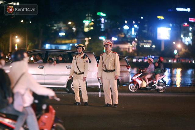 Đà Lạt chật kín du khách và phương tiện, các ngả đường ùn tắc kinh hoàng tối 30/4 - Ảnh 11.