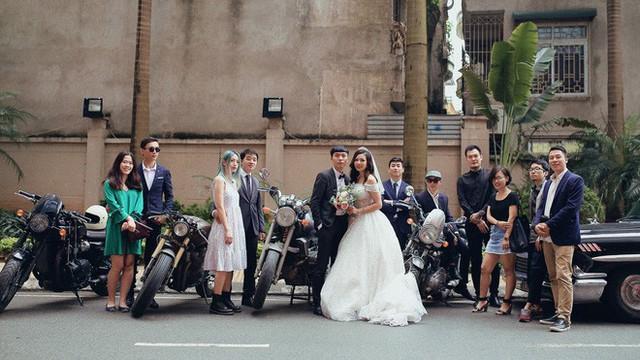 Hà Nội: Màn rước dâu bằng dàn xế cổ dưới trời mưa khiến bao người trầm trồ - Ảnh 4.