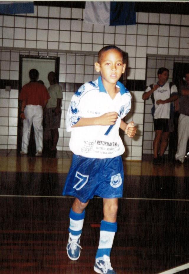 Neymar không bao giờ bỏ cuộc: Cậu bé ở khu phố nghèo chinh phục giấc mơ với trái bóng, trở thành cầu thủ đắt giá nhất thế giới - Ảnh 3.