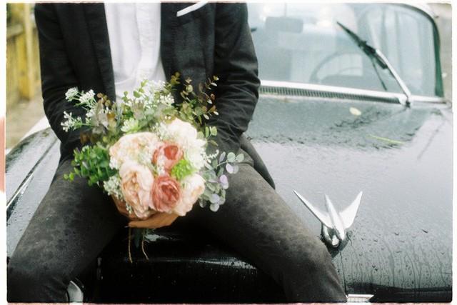 Hà Nội: Màn rước dâu bằng dàn xế cổ dưới trời mưa khiến bao người trầm trồ - Ảnh 7.