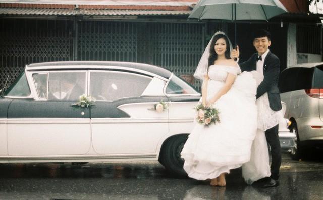 Hà Nội: Màn rước dâu bằng dàn xế cổ dưới trời mưa khiến bao người trầm trồ - Ảnh 9.