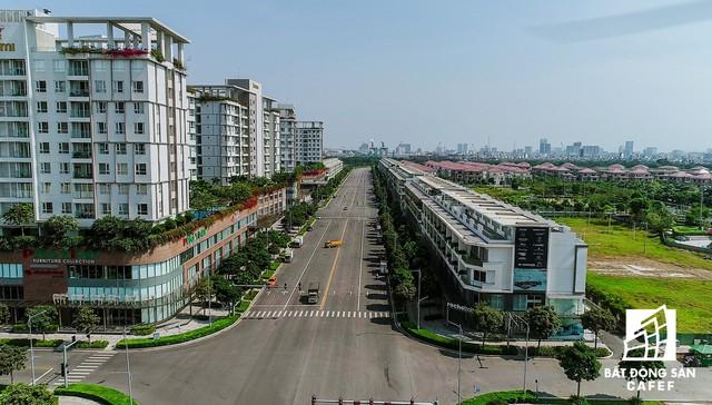 Ngoài 4 tuyến đường được giao, đường Bắc - Nam mang tên Nguyễn Cơ Thạch cũng được mở rộng thành 8 làn xe.