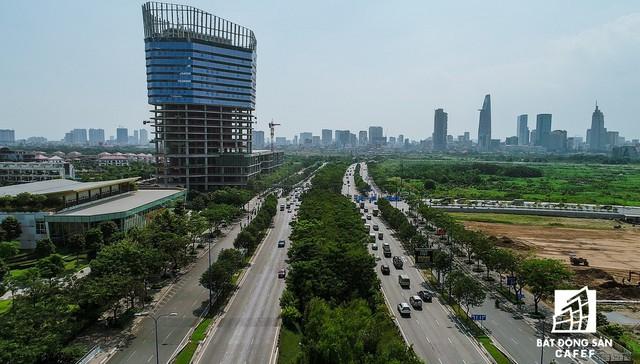 Đại lộ Mai Chi Thọ (đoạn hướng về trung tâm TP.HCM)- con đường hiện đại nhất khu Đông giúp kết nối các địa phương với nhau.