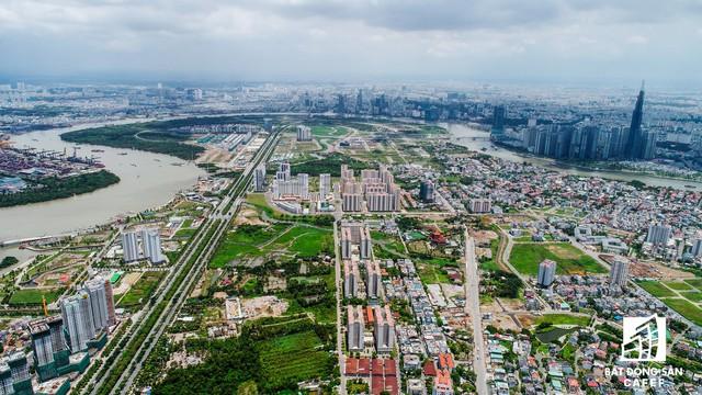 Toàn cảnh Thủ Thiêm nhìn từ giao lộ Xa Lộ Hà Nội - Mai Chí Thọ (quận 2)